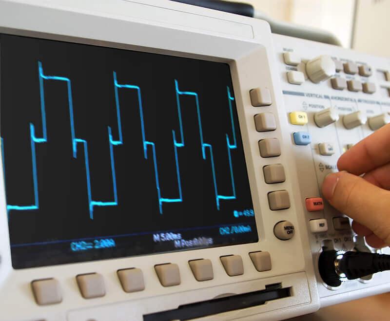 Messung der modifizierten Sinuswelle beim MI304 mit einem Oszilloskop
